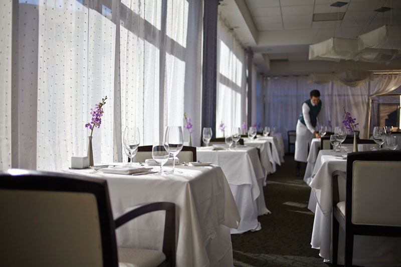 Ontario Staycation: White Oaks Resort & Spa Restaurant